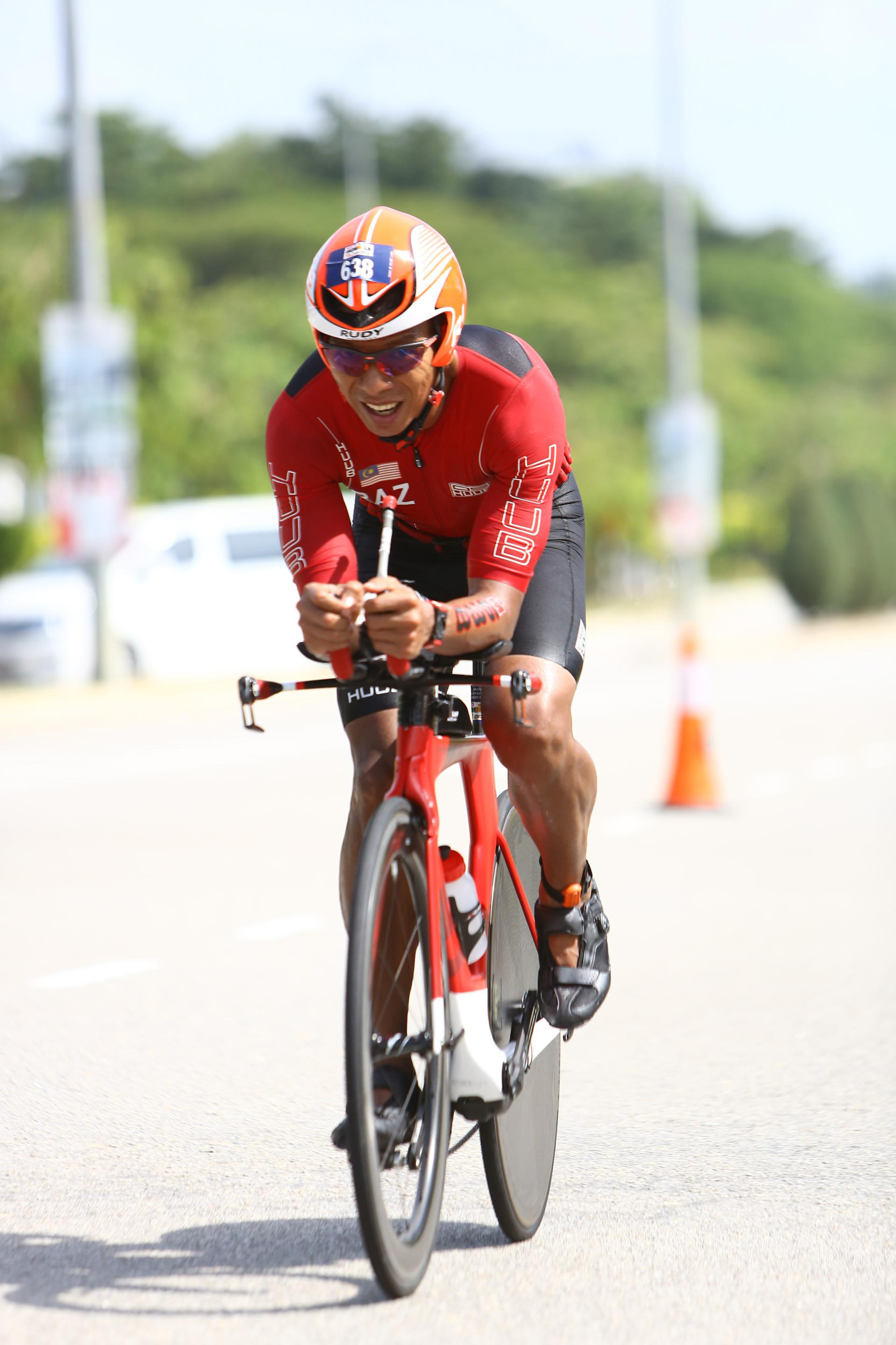 Only the best gears, apparels and accessories in Triathlon will do for Dato' Razlan. (FinisherPix)