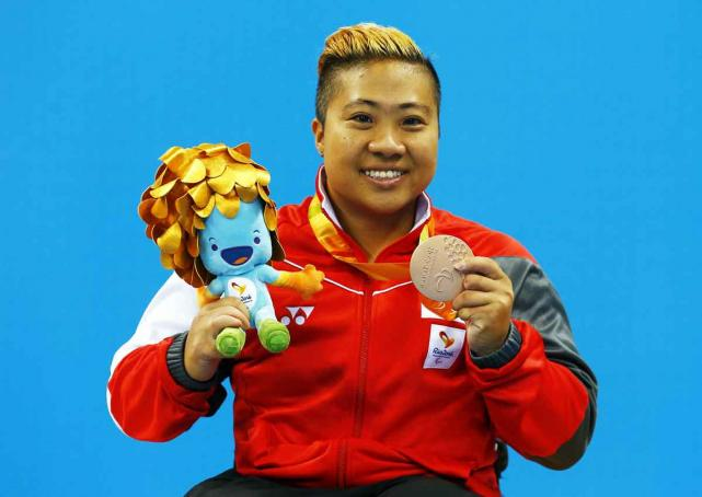 Singapore's Theresa Goh celebrates with her bronze medal at the Rio Paralympics for the women's SB4 100m backstroke event. Photo: Reuters
